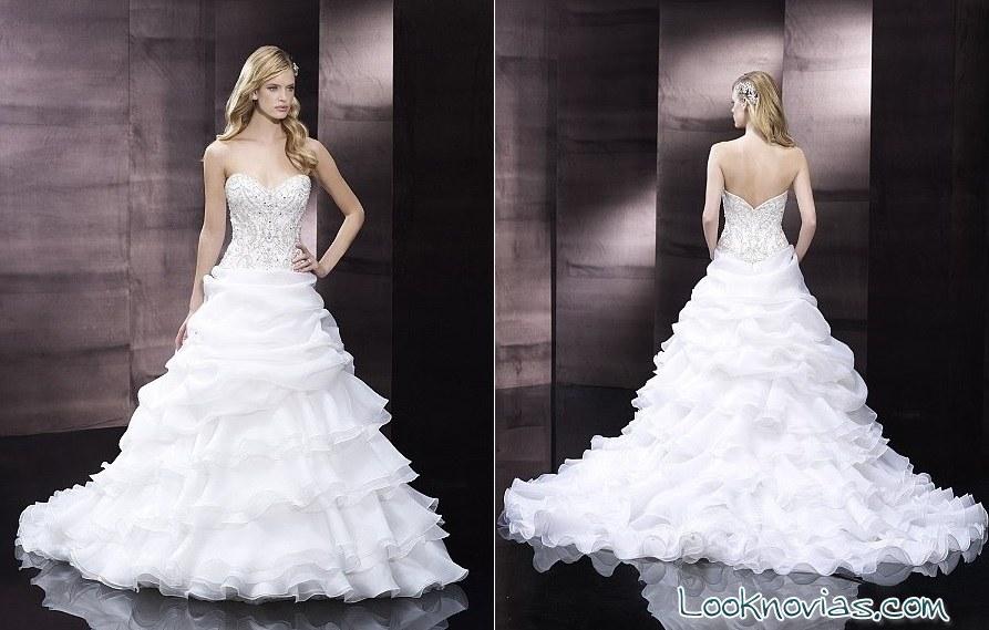 vestido de novia con volantes