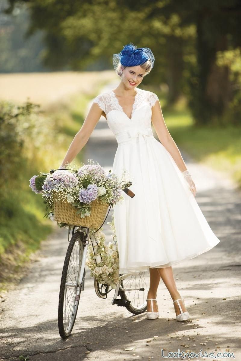 vestido de novia corto con escote a pico