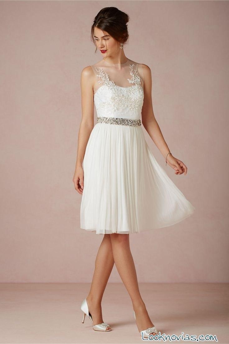 vestido de novia corto con falda plisada