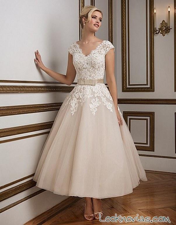 vestido de novia corto y muy romántico