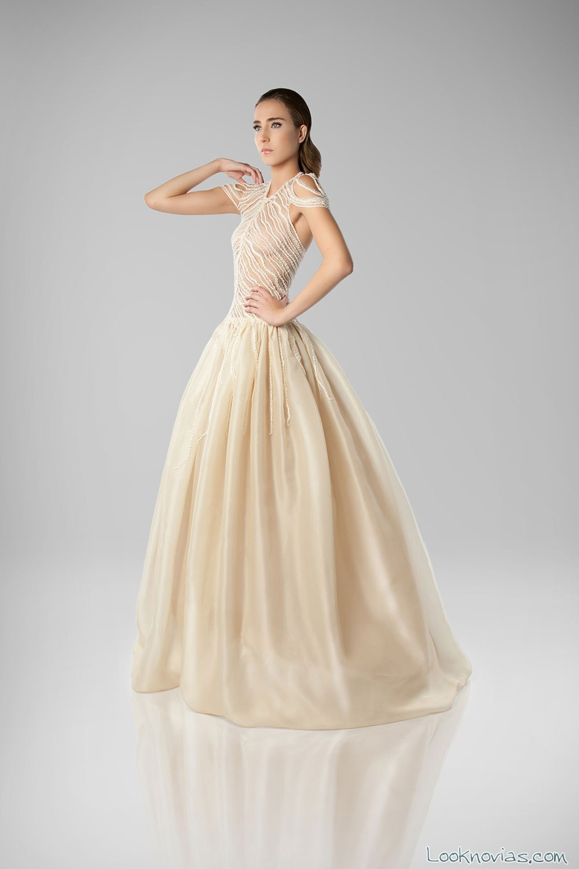 vestido de novia en color Isabel Zapardiez