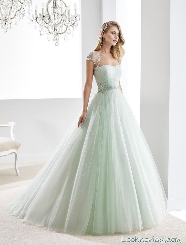 vestido de novia en verde menta