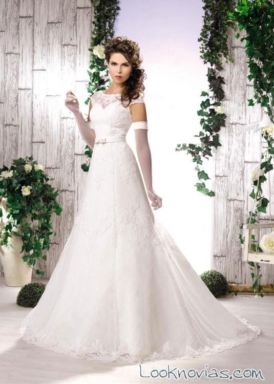 vestido de novia evasé con cinturón divina sposa
