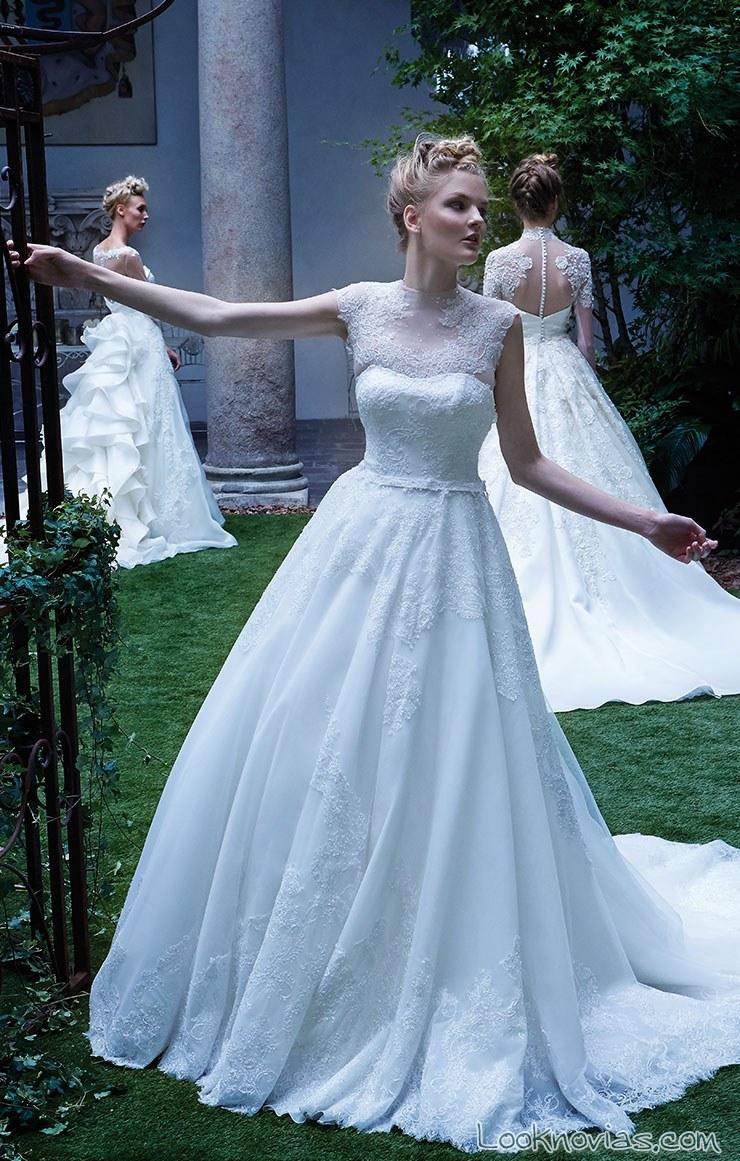 vestido de novia evasé sin tirantes