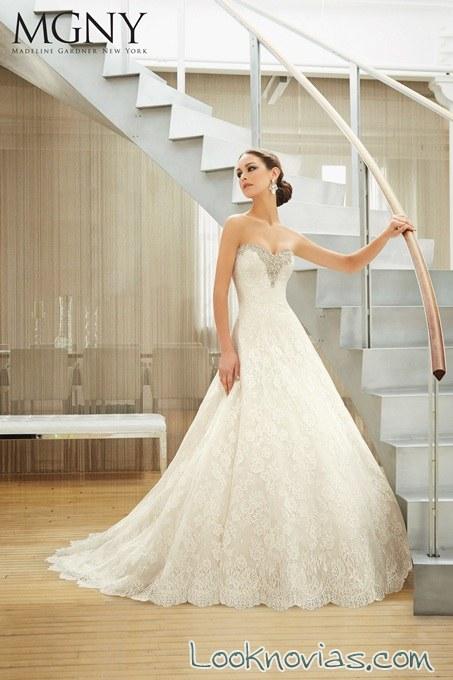 vestido de novia madeline gardner con escote de pedrería
