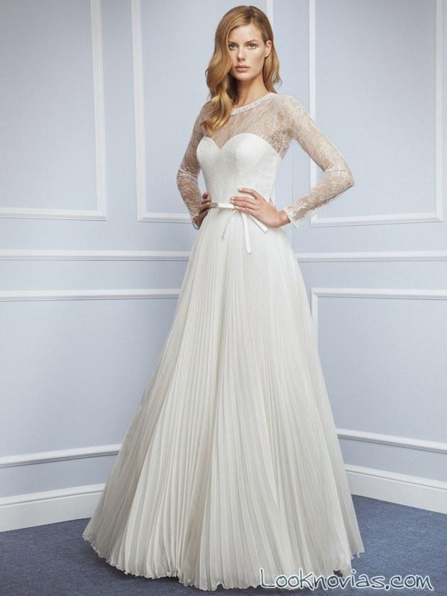 vestido de novia plisado y con mangas