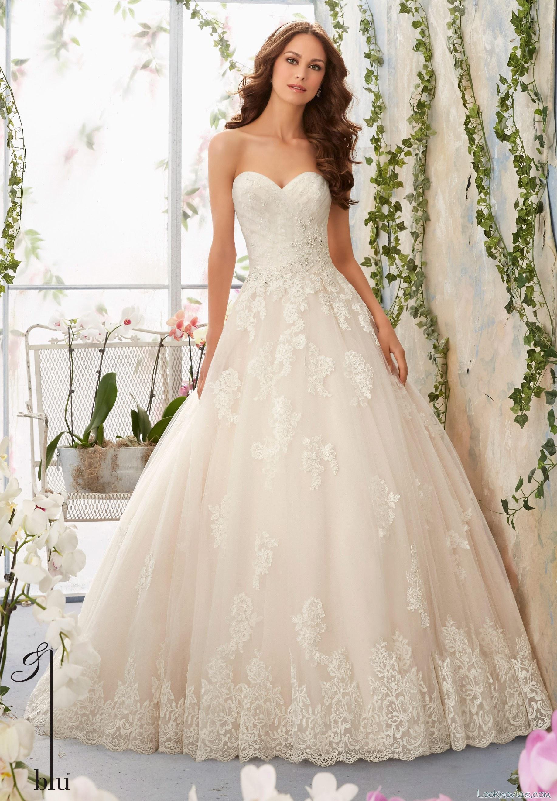 vestido de novia princesa con bordados en blanco