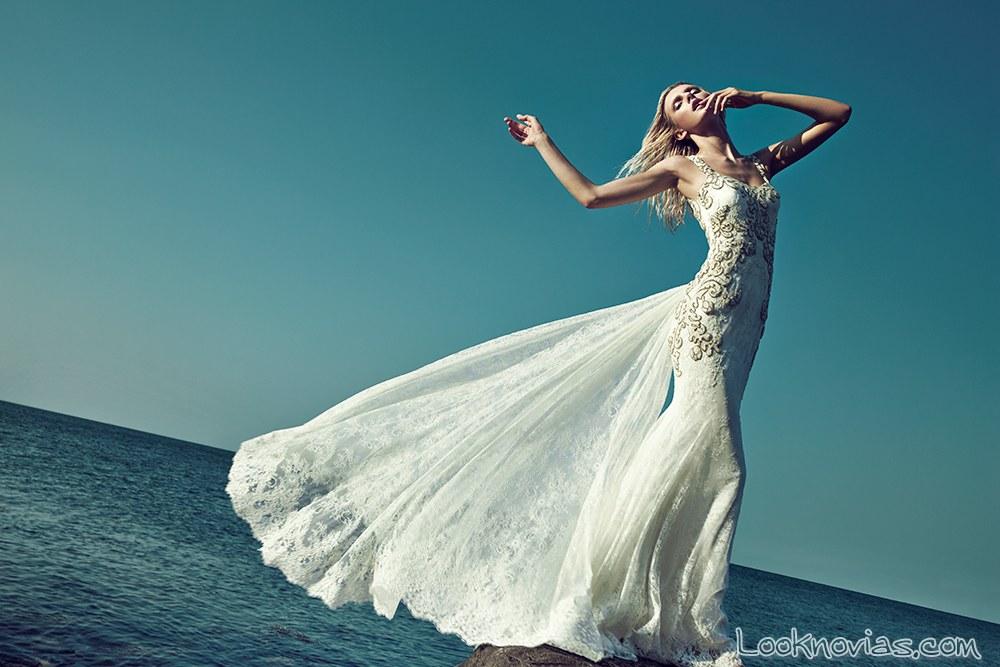 vestido de novia recto con cola y encajes