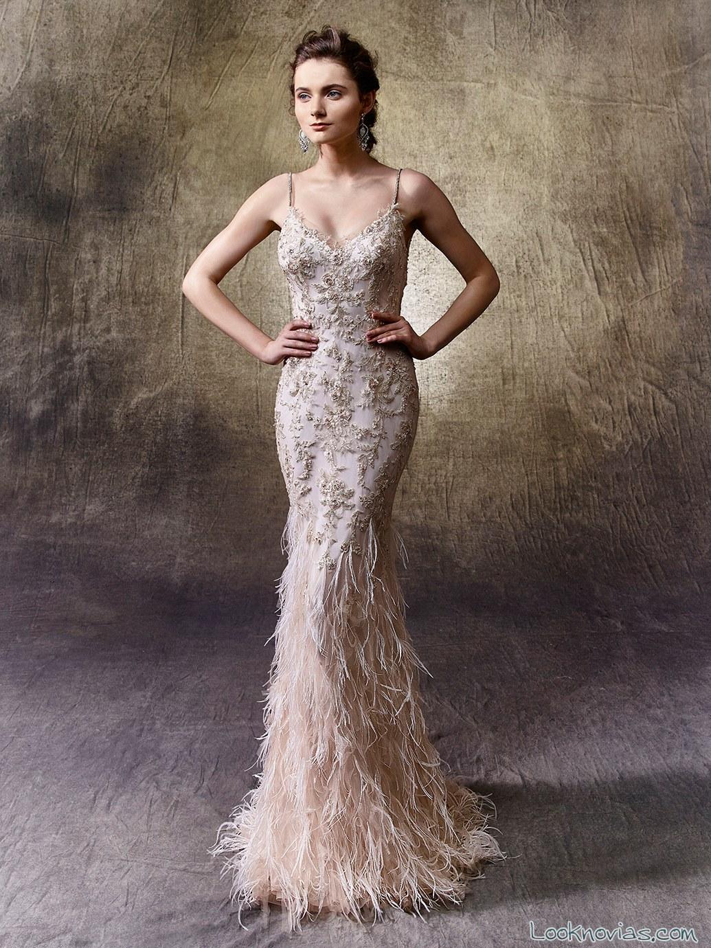 vestido de novia recto en color y con bordados amplios