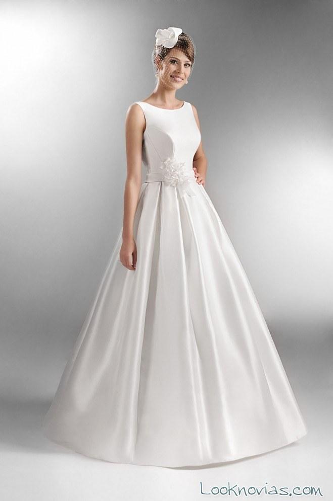 vestido de novia satinado y minimalista