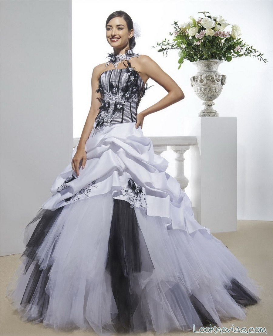 vestido de novia tul en blanco y gris