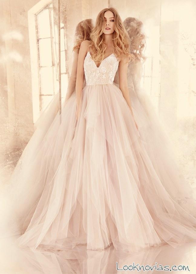 vestido de tul en color con escote