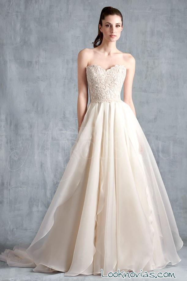 vestido de tul y bordados