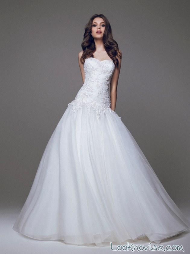 vestido de tul y corpiño de cadera para novias