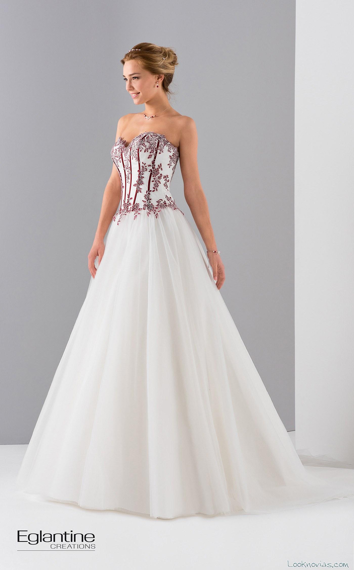 vestido en color eglantine bordados