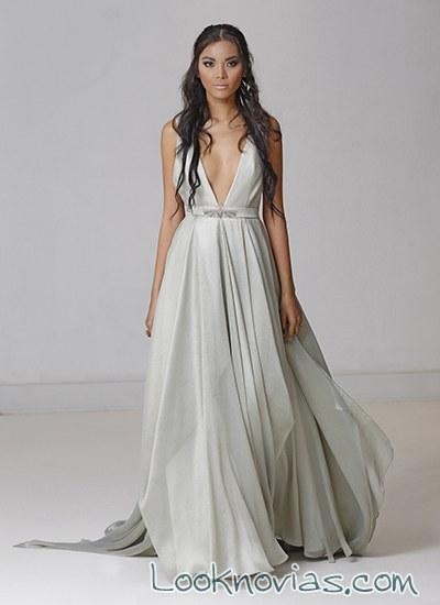 vestido en color gris de carol hannah