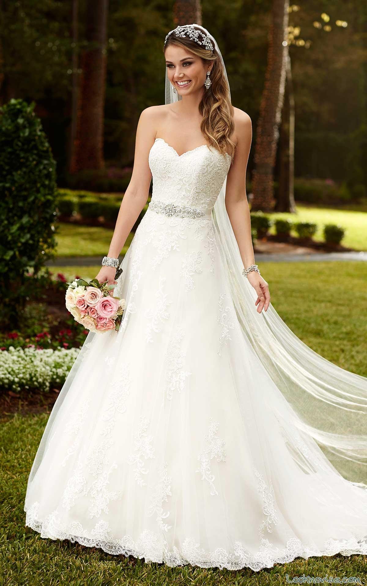 vestido evasé con escote de novias