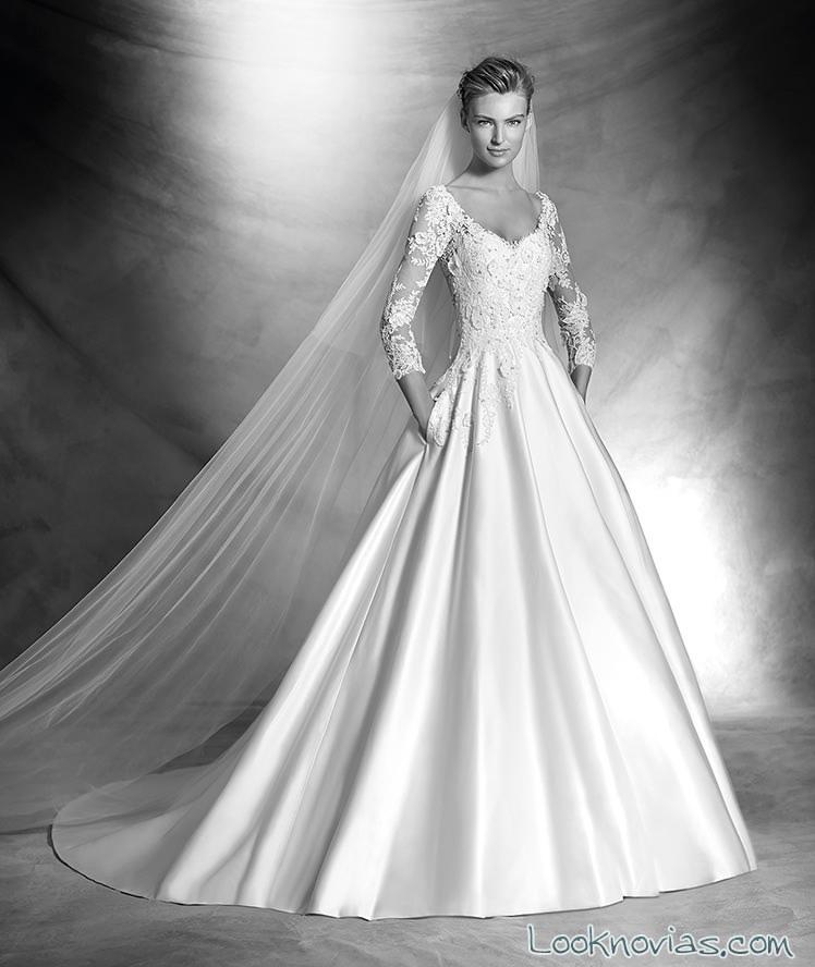 vestido evasé con mangas de encaje de atelier pronovias