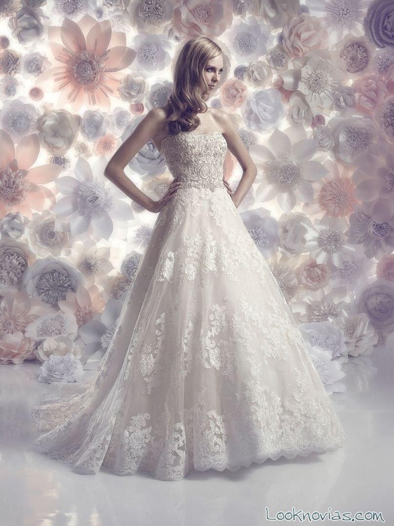 vestido evasé de novia con bordados
