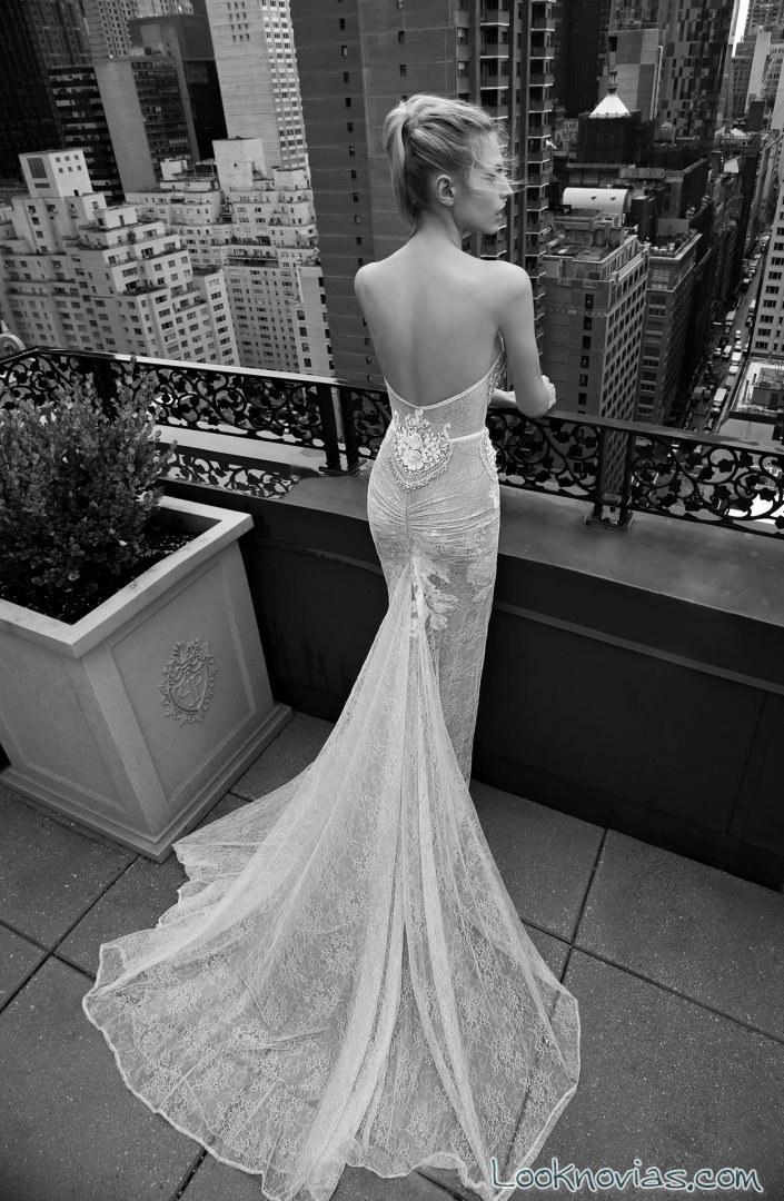 vestido inbal con escote en la espalda
