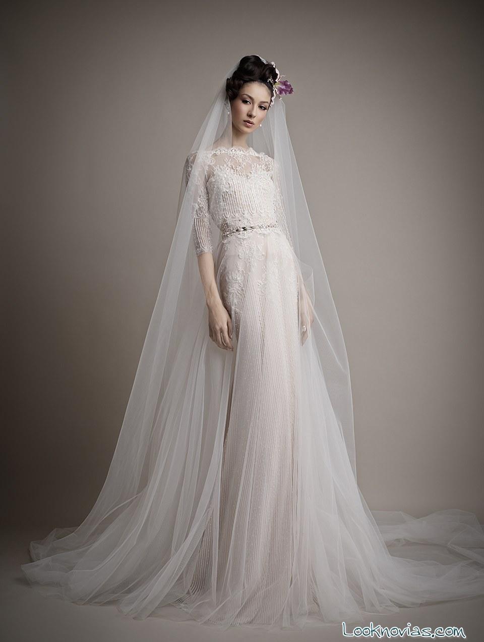 vestido largo con pedrería de Enra
