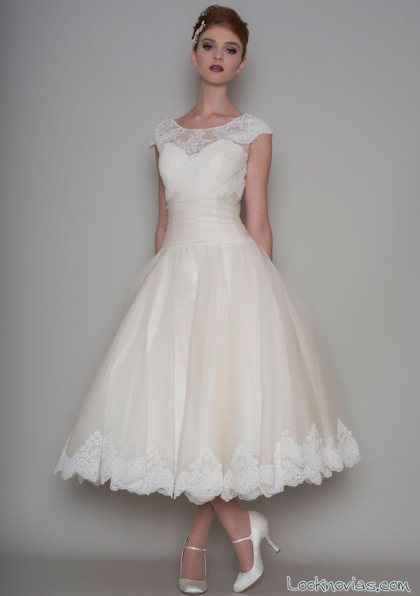 vestido midi de novia con encajes