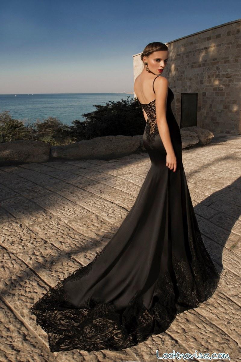 vestido negro con cola
