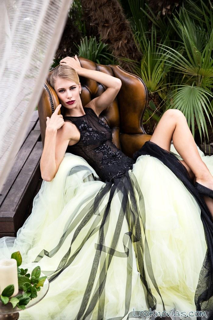 vestido negro de bordados con falda de tul