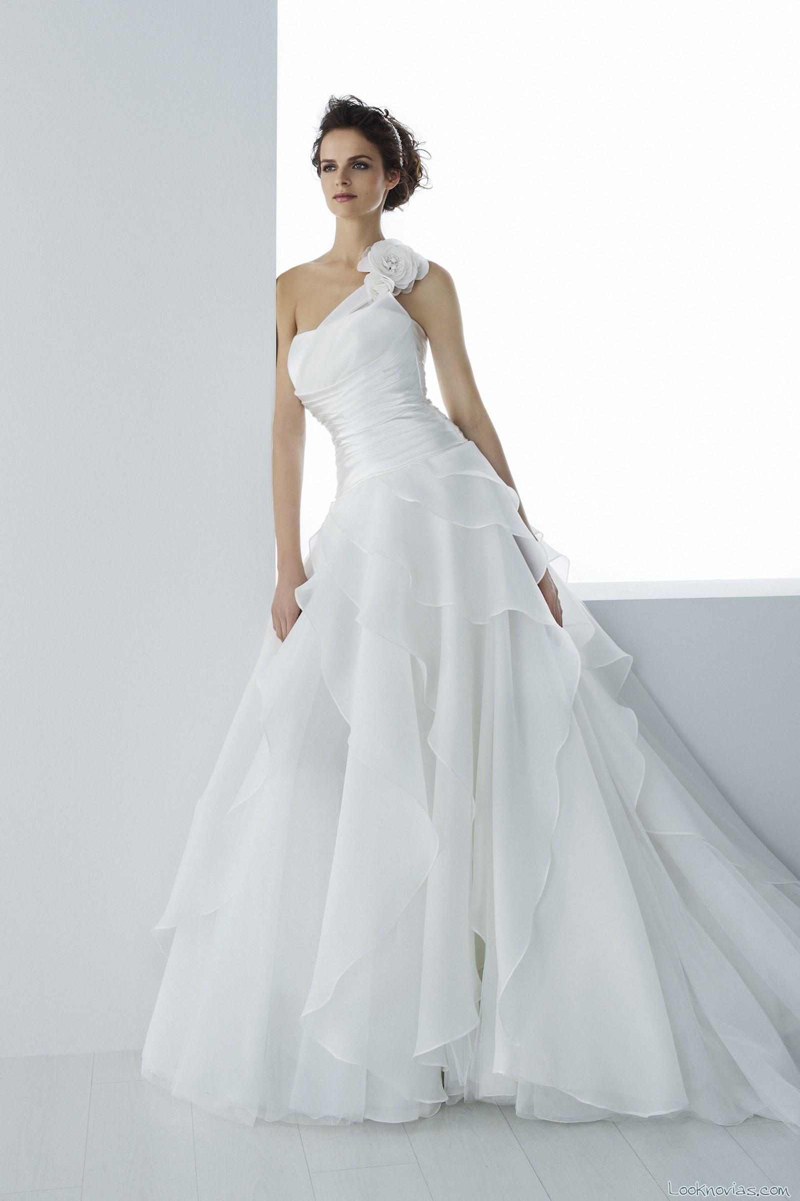 vestido novia asimétrico ego