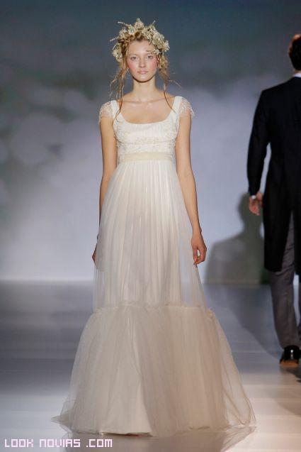 Vestidos de pliegues para novias