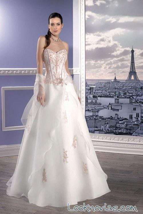 vestido novia con bordados en rosa