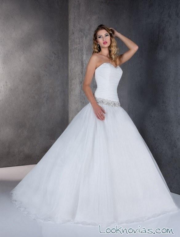 vestido novia con corpiño y cinturón