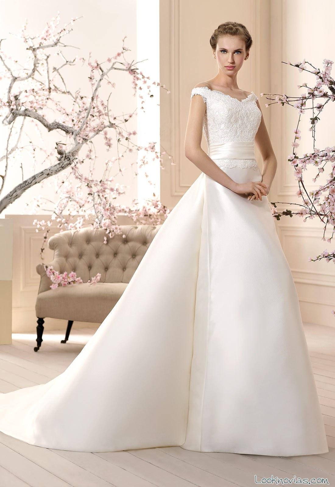 vestido novia con escote y doble falda