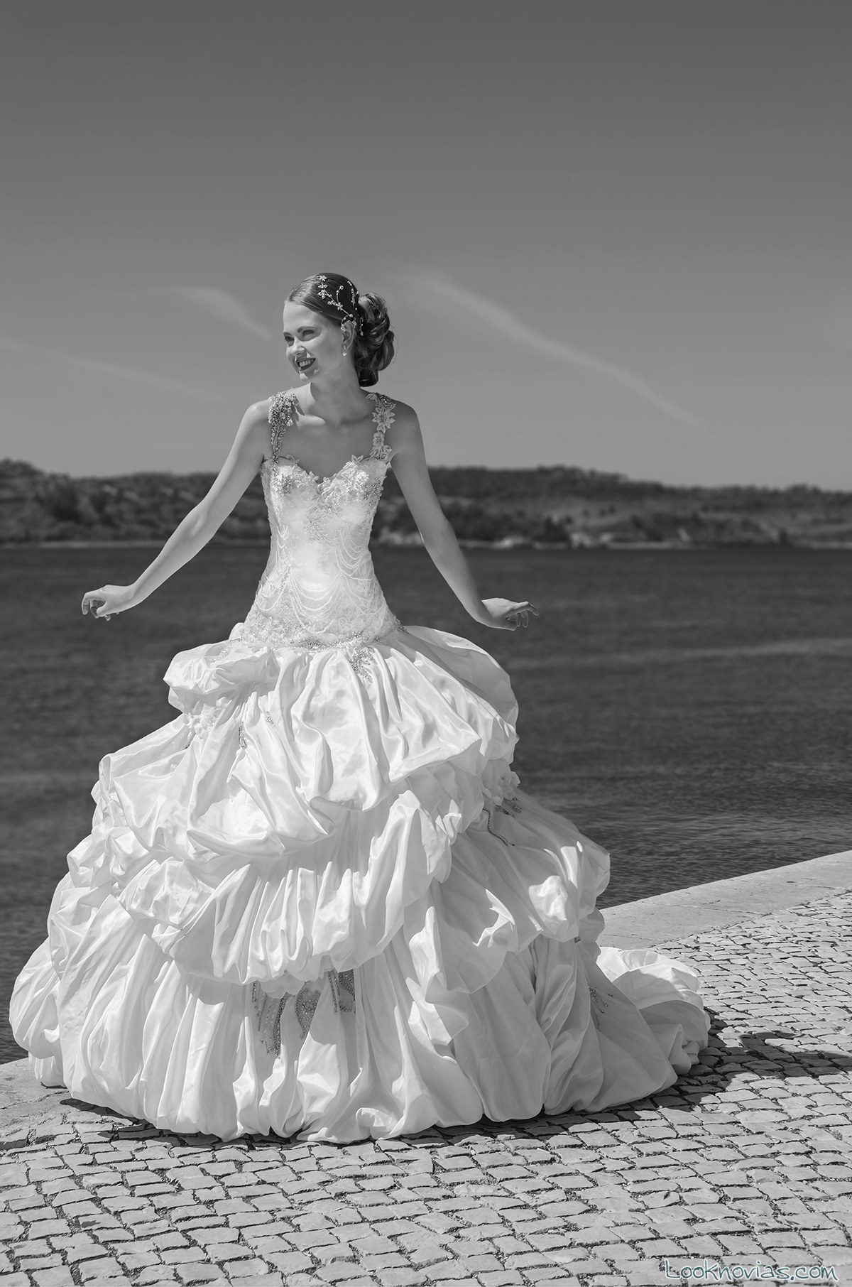 vestido novia falda abullonada maria karin