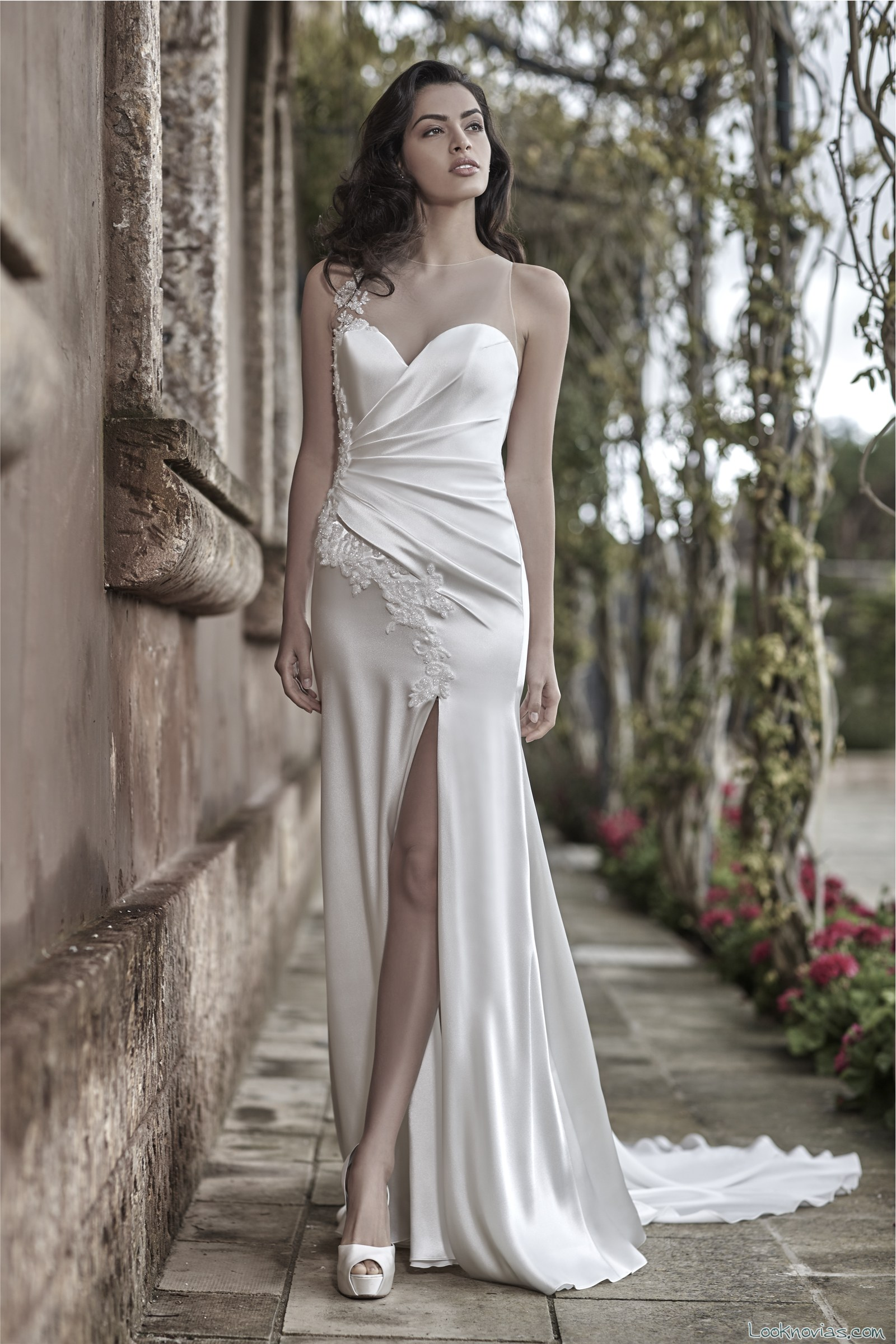 vestido novias apertura en la pierna