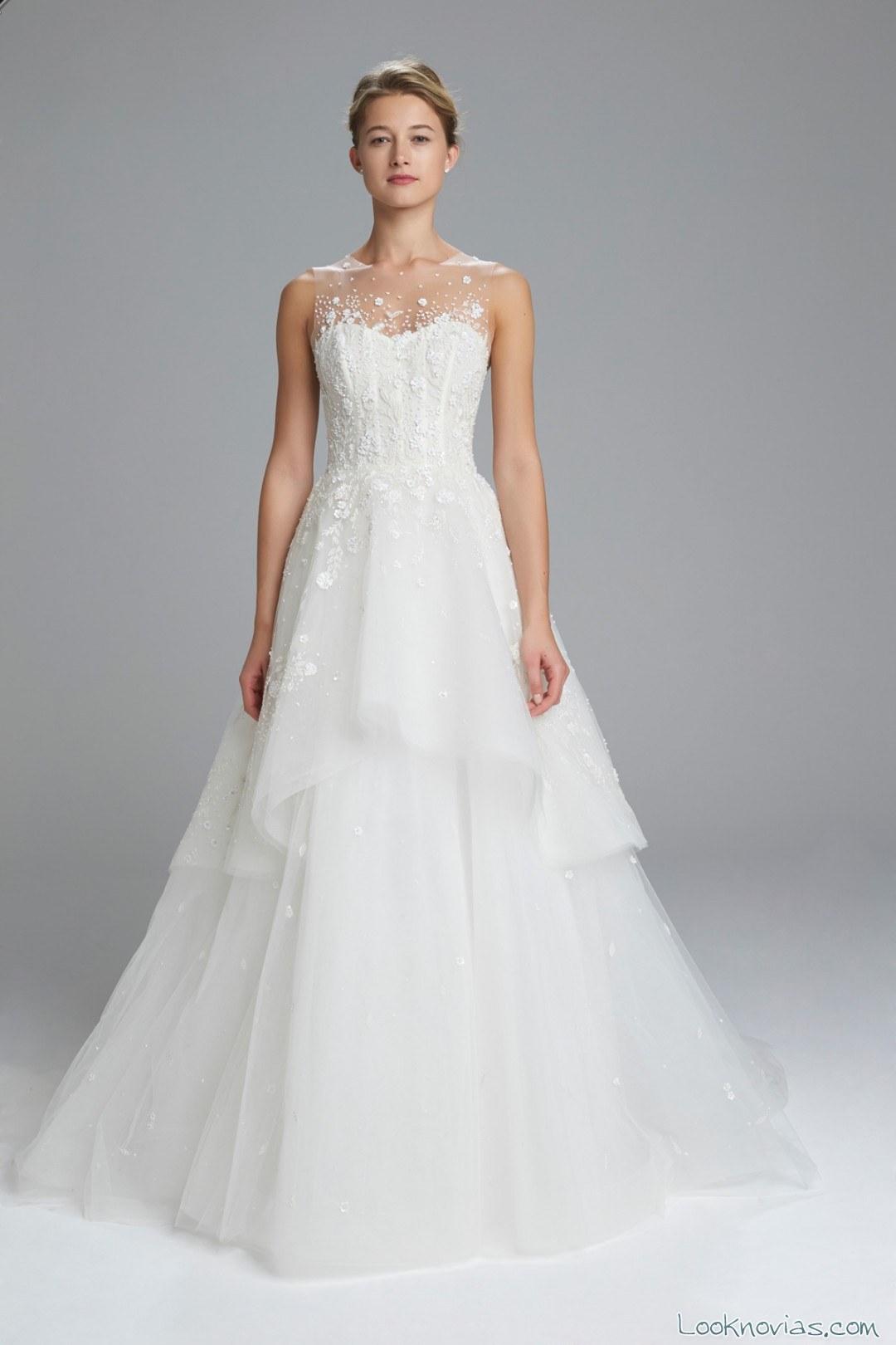 vestido novias de corte sencillo y con volumen