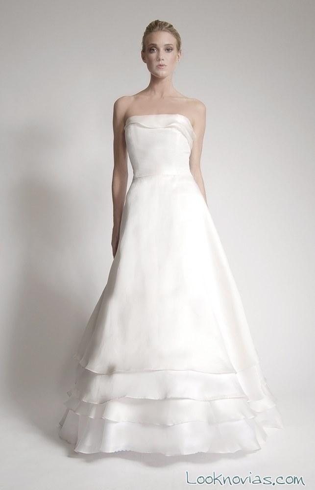 vestido para novia con tres volantes