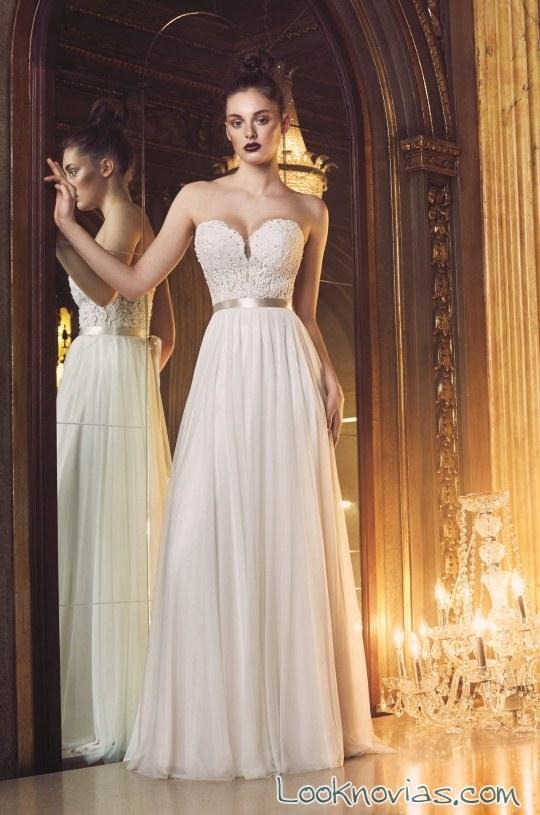 vestido plisado con falda sencilla