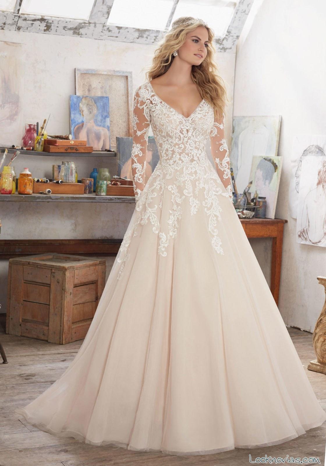 vestido princesa color con encajes novias
