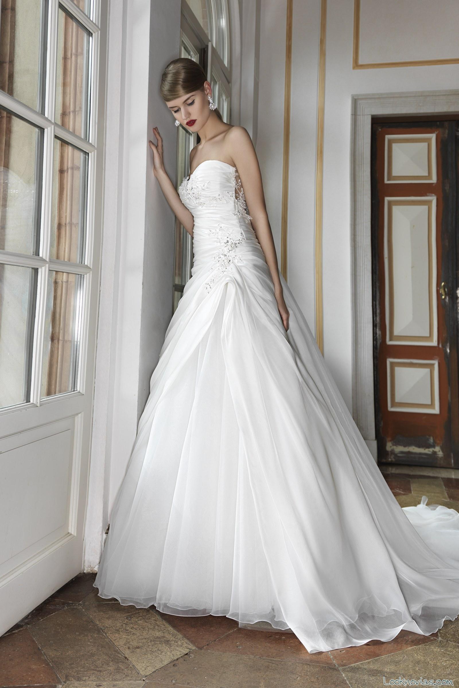 vestido princesa con cuerpo drapeado de novia