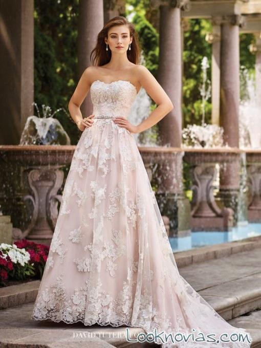 vestido princesa con encajes y en color