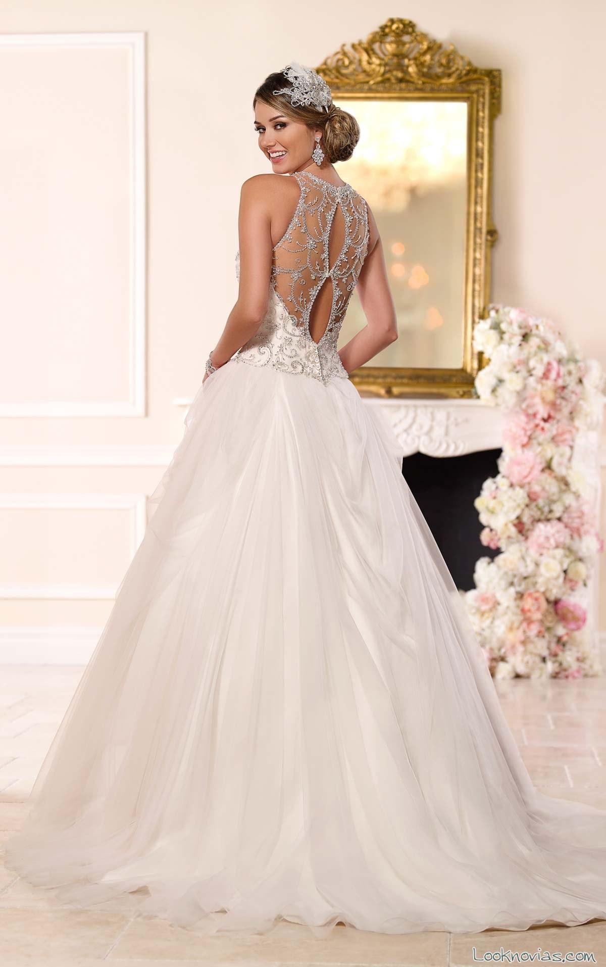 vestido princesa con escote en espalda pronunciado