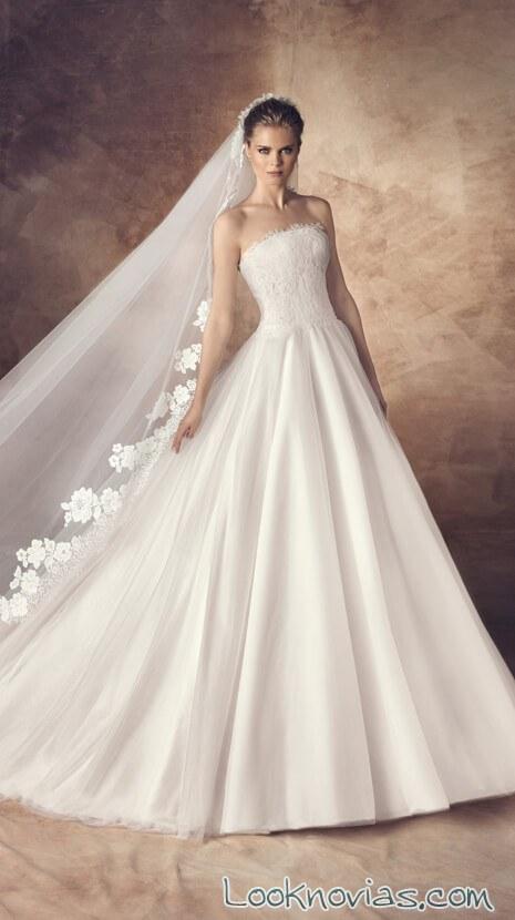 vestido princesa con falda sencilla y cuerpo bordado