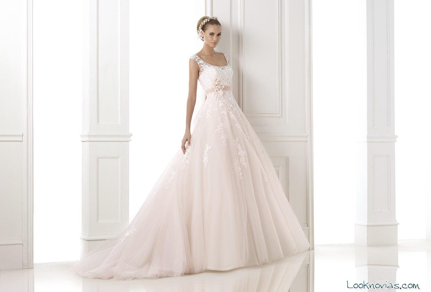 vestido Pronovias con color