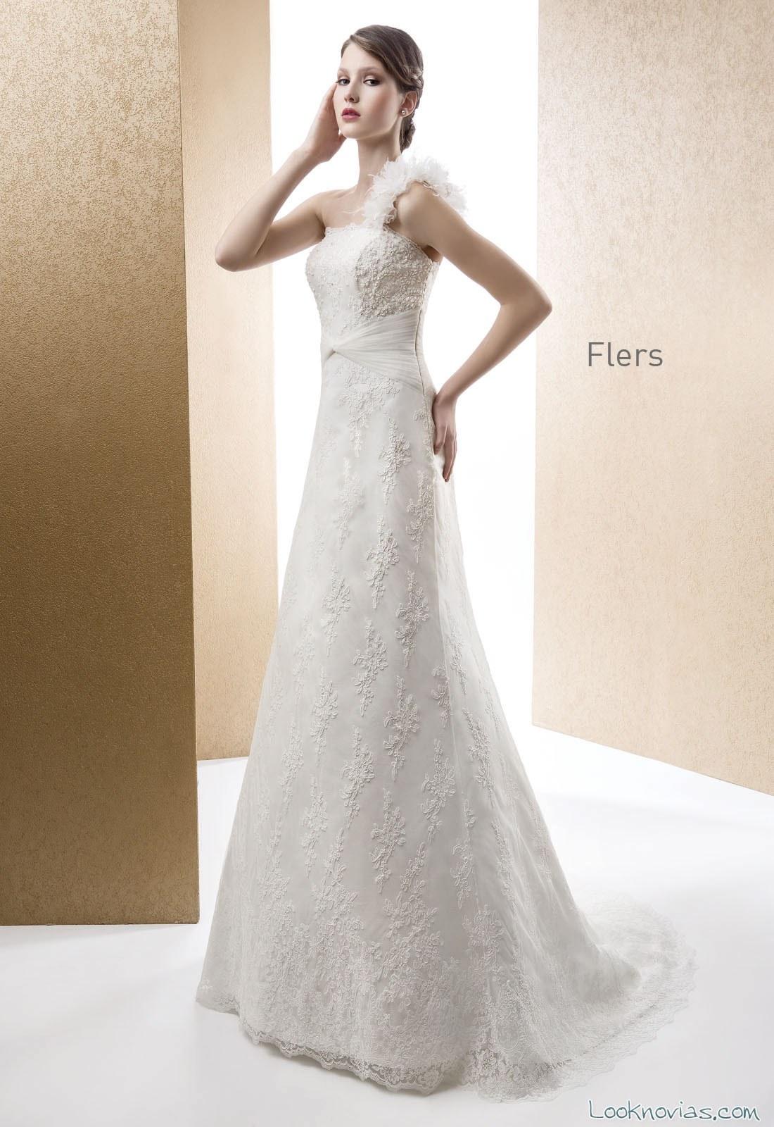 vestido recto cabotine con escote asimétrico