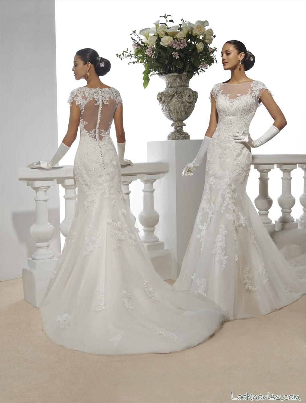 vestido recto con escote en la espalda para novias