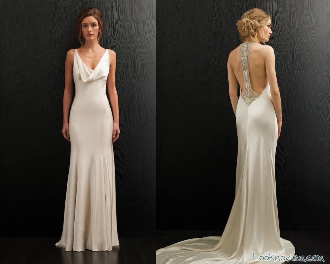 vestido recto con escote espalda pedrería