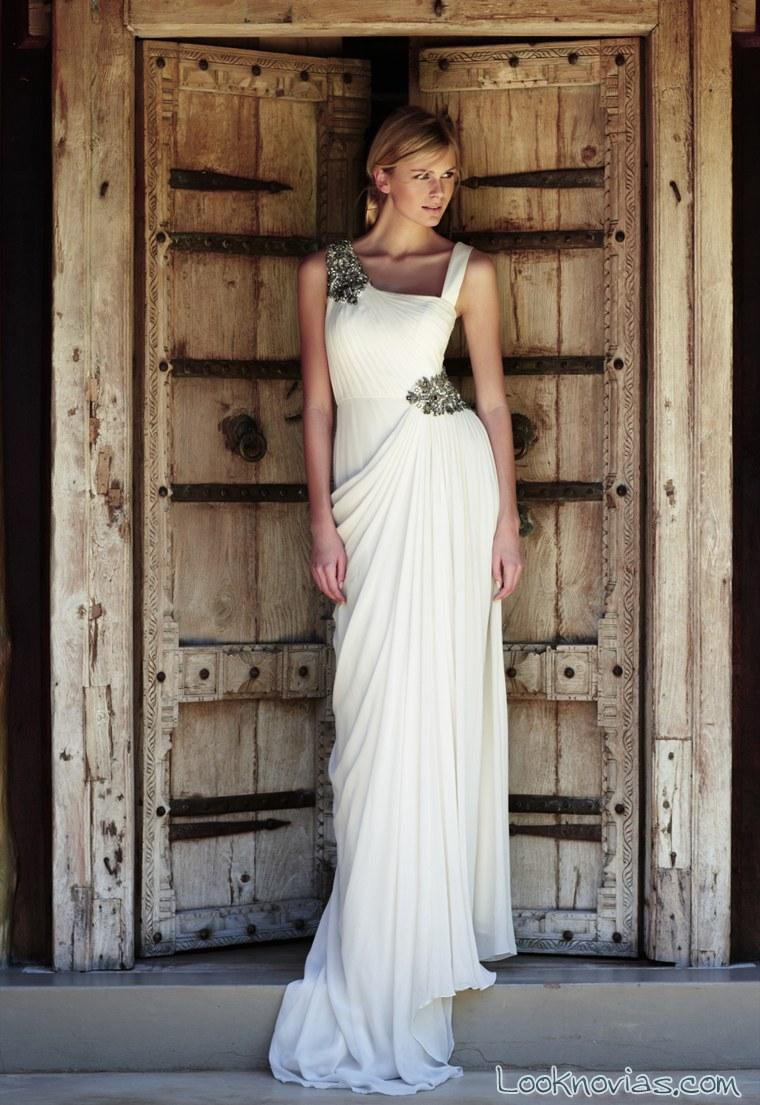 vestido recto con pedrería de amanda wakeley
