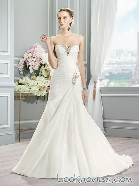 vestido recto cruzado para novias