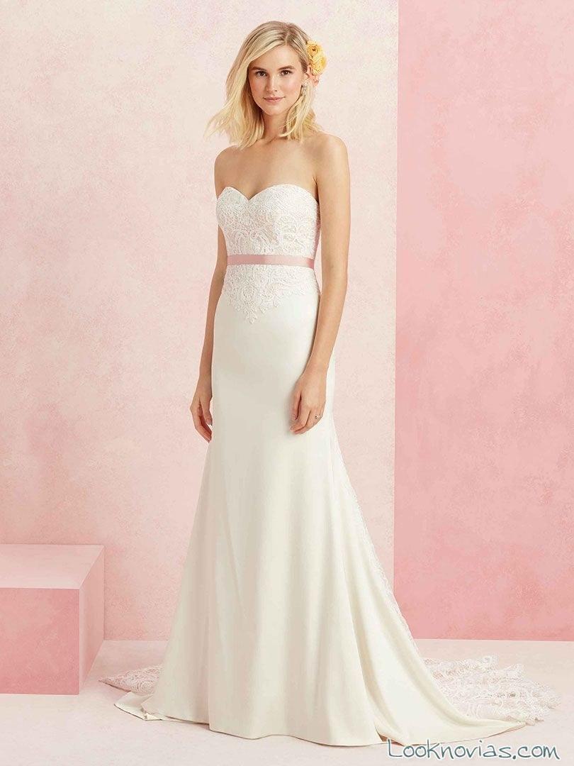 vestido recto de novia con cinturón